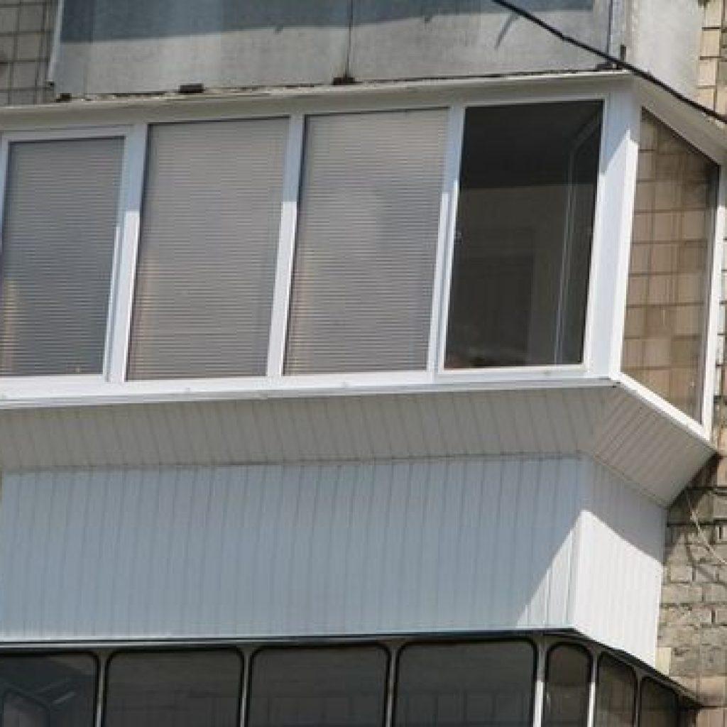 остекление балкона с выносом косынкой