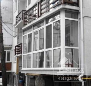 Французский балкон с заполнением стеклопакетами с установкой