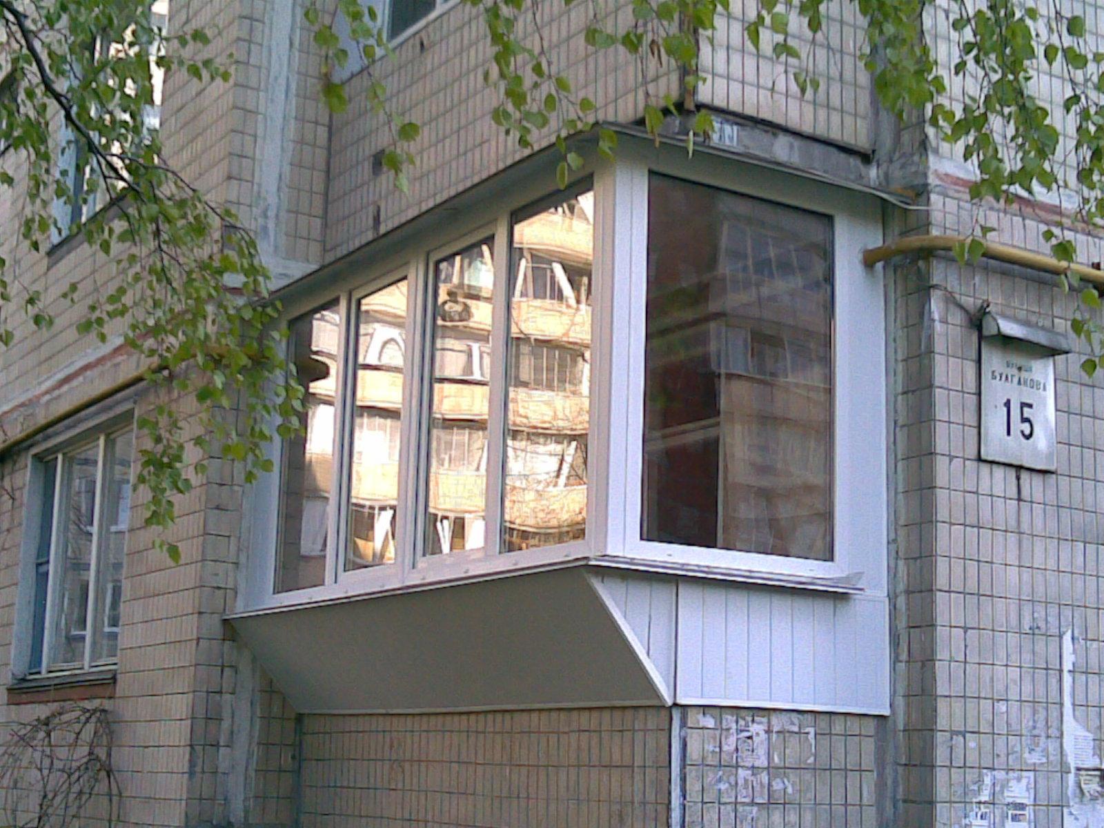 остекление балкона Вышгород с выносом