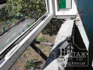 Устройство выноса косынка на балконе, лоджии