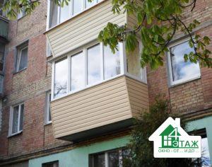 Особенности остекления балконов в Киеве с обшивкой