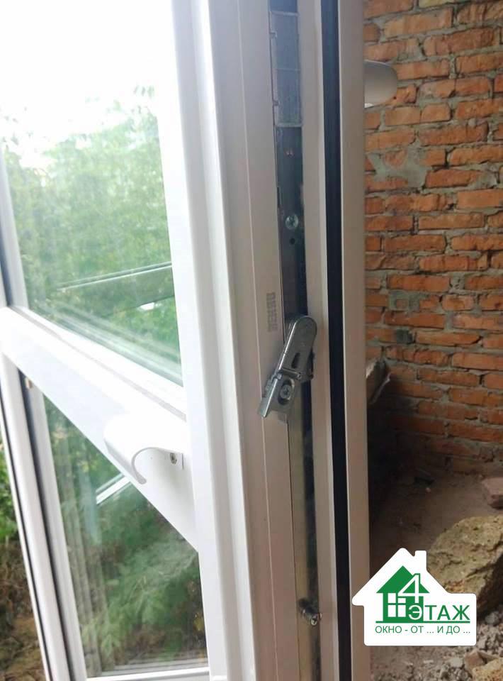 Двери наружные пластиковые Rehau