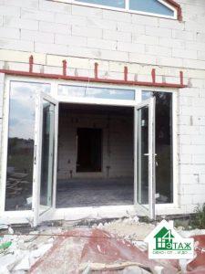 Входные пластиковые двери - фото