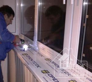 Окна Киев - окна Rehau при остеклении балкона под ключ фирмой