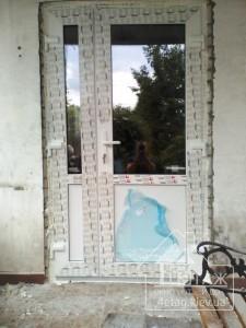 Входные пластиковые двери Rehau с установкой
