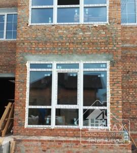 Пластиковые окна с фрамугой в коттедже - оконная компания