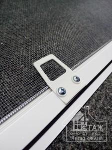 Окна ПВХ комплектация москитными сетками в компании