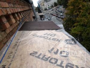 Недорогое остекление балкона Хрущевка с крышей в компании