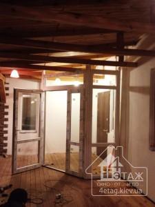 Установка входных металлопластиковых дверей специалистами компании 4 этаж