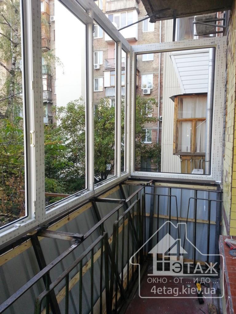 """Остекление балкона вишневое - оконная компания """"4 этаж""""."""